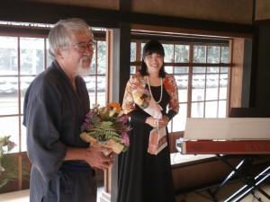 演奏を終えて、ほっとアン殿表情を見せる二人 (撮影:「くらちゃん」こと、倉田岳晴氏)