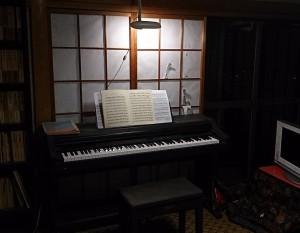 晴れて「貴賓室」(兼スタジオ)に座ったクラヴィノーヴァだったが・・・