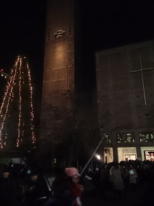 クリスマス。第1ミサ終了直後の広島世界平和祈念聖堂