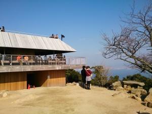 弥山山頂に昨年改築された新・展望台