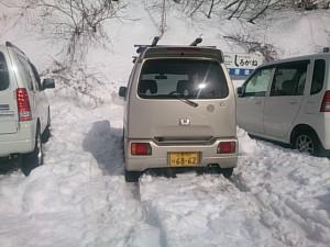雪の深い駐車場に入れた…まではよかったのだが・・・