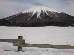 大山牧場から仰ぎ見る雪深い伯耆大山