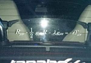 我が愛車の後部に張った「宇宙方程式」のステッカー