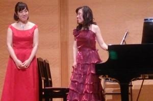 演奏を終えた直後の平岡麻衣子さん(右) 左は、わが師匠吉野妙先生