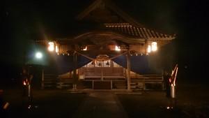 新年を迎える直前(午後11時頃)の大森八幡神社拝殿