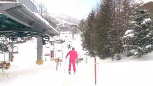 閉鎖直前になってスキーに履き替え、一度だけ上まで上がって、一気に滑り降りた。