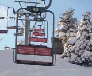 第2リフトの降り場が迫るにつれて、ハラハラドキドキ・・・(この写真は、あとで、ちゃんとスキー板を履いて乗ったときに撮影したものですよ、もちろん)